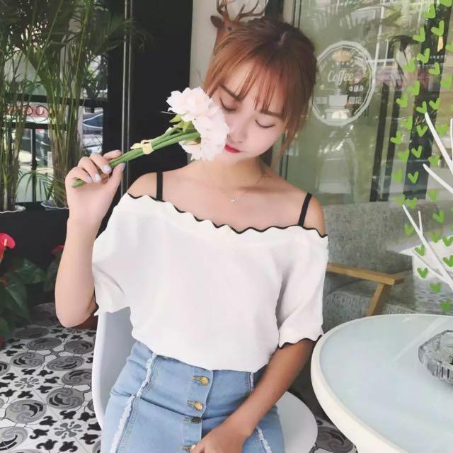 追加款🎀原宿風一字領吊帶漏肩上衣女韓版chic寬鬆木耳邊短袖T恤學生顯瘦