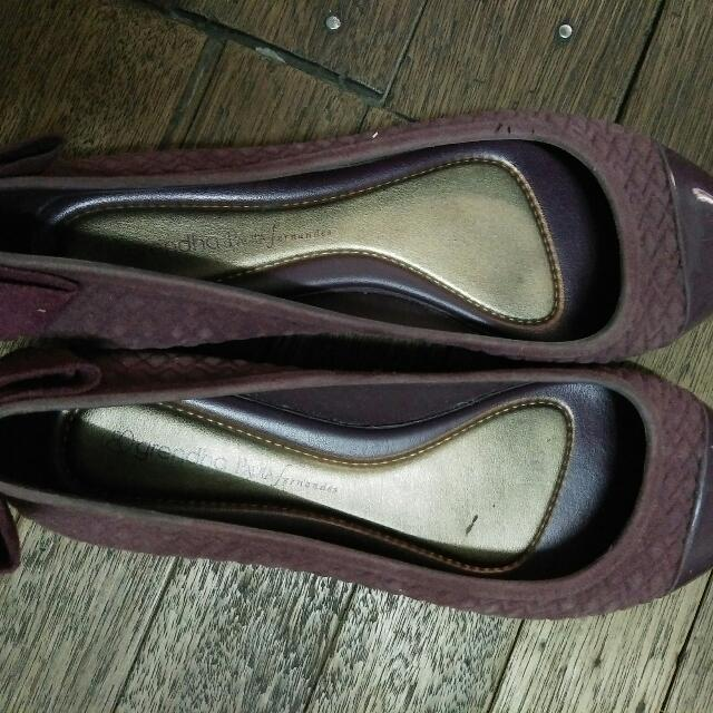 grendha doll shoes.. maroon made in rubber and suede... size 7...