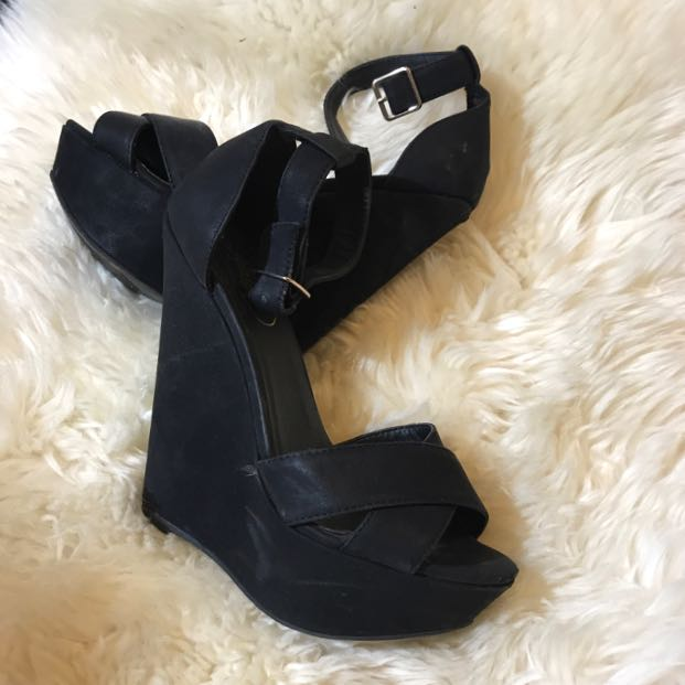 Lipstik Black Wedges