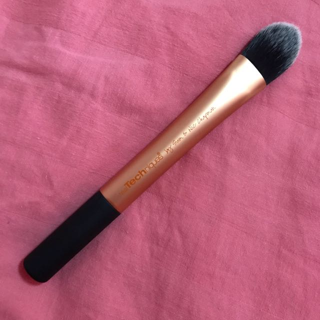 NEW (No Box) Real Techniques Essential Foundation Brush