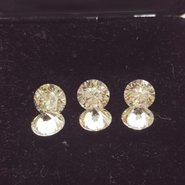 ring/earing with carat size diamond stone