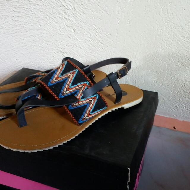 Solemate ETHNIC PRINT FLATS size 7