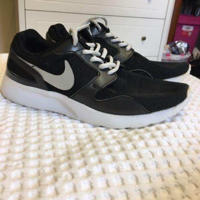 Women's Black Nike Shoes