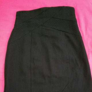 CUE Knee Length  Black Skirt Size 6 *REDUCED*