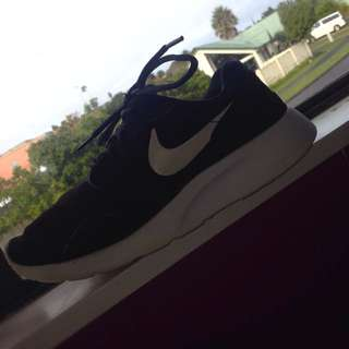 Nike Kaishi Black And White