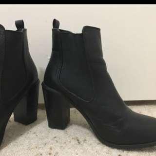 Black Heeled Boots!
