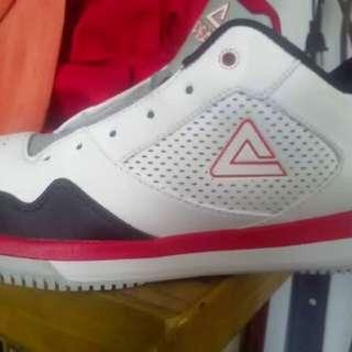 PEAK shoe