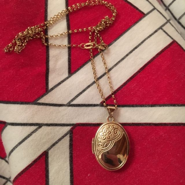 10ct Solid Yellow Gold Locket