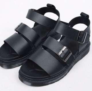 皮革訂扣涼鞋