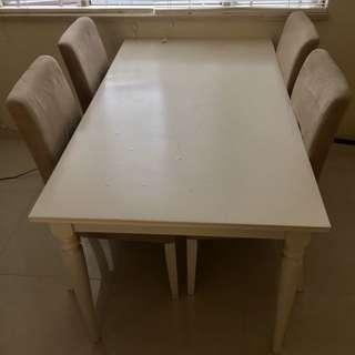 IKEA 餐枱連四張椅子