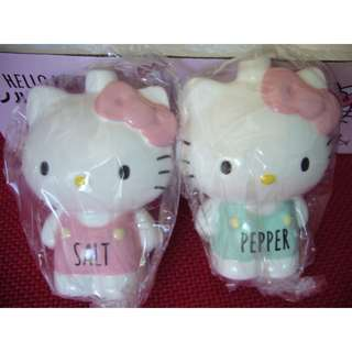 BRAND NEW HELLO KITTY GLASS SALT AND PEPPER CONTAINER SET FROM SANRIO JAPAN