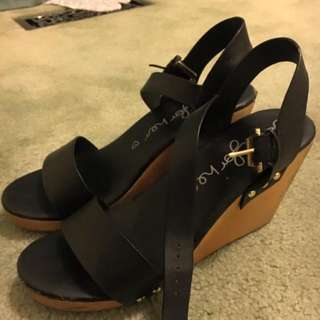Betts Low Wedges