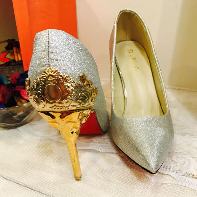 出清店內展示鞋 宮廷風金蔥高跟鞋