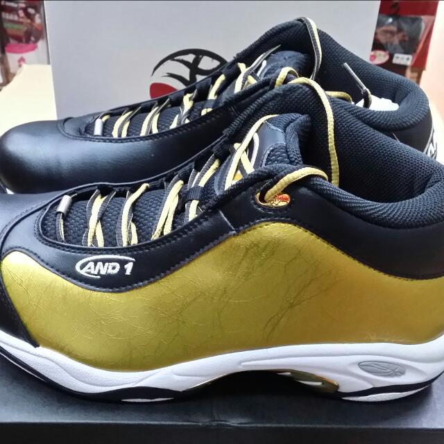 免  運  中……  免  運  中……我們特別向公司補貨進來AND1(太極系列)系列的籃球鞋,相信以前有穿過(太極)的籃球鞋,就知道他的特質和材質, 訂價:3980元尺寸  :11……12號 (11.5沒貨)型號:D1055MBTW(黑/金)    特價中……免  運  中……