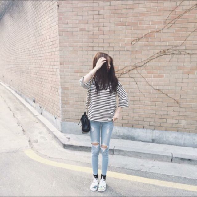 Blue Ripped Demin Jeans (Made In Korea)