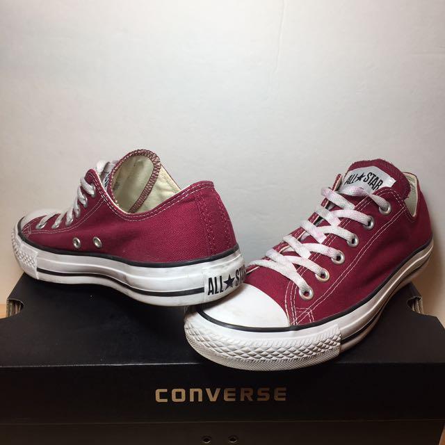 Converse All-Star Low Top Chucks - Maroon