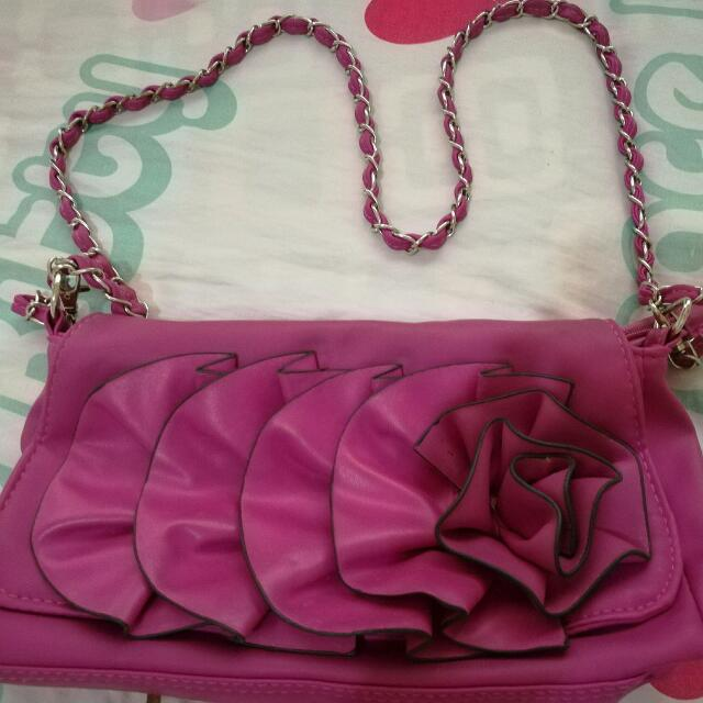 fuscia shoulder bag chain