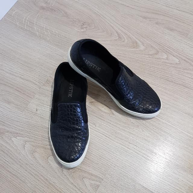 Lipstik Slip On Shoes