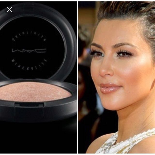 MAC Soft And Gentle Mineral Skinfinish Highlighter