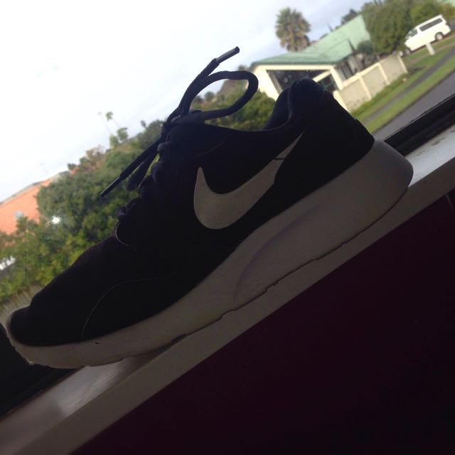Nike Kaishi Black And White