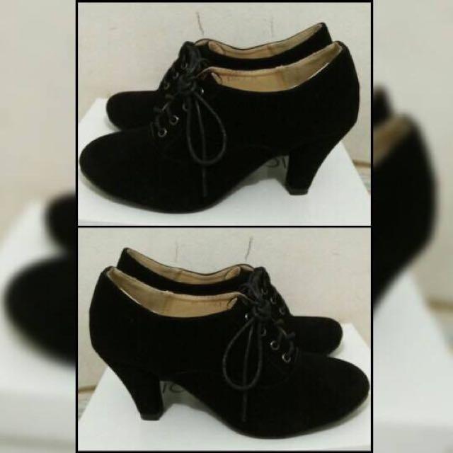 Sepatu Boot Heels Hitam