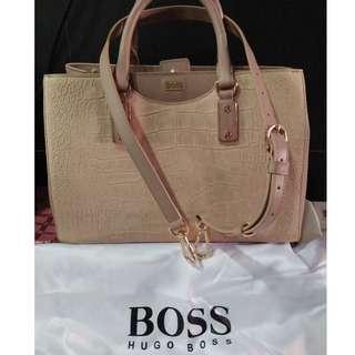 🚚 Hugo Boss Handbag
