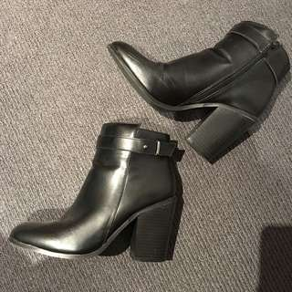 Rubi boots Size 40