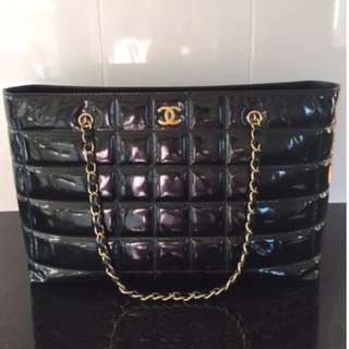 100% AUT CLASSIC CHANEL Black Patent Leather Gold Chain Grand bag