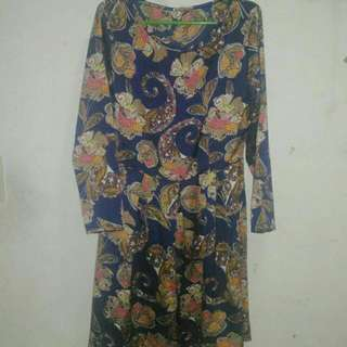 dress never pa nagamit, size can fit up to medium