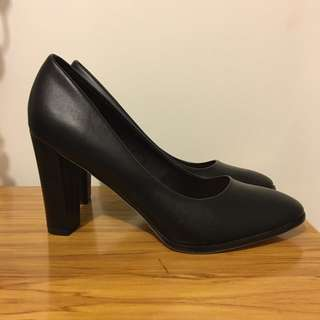 Black Pump Heels - Sz 10