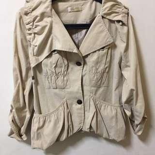 米白薄外套