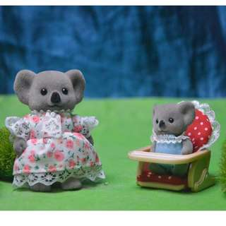 SYLVANIAN FAMILIES BABY CHAIR WITH MAT