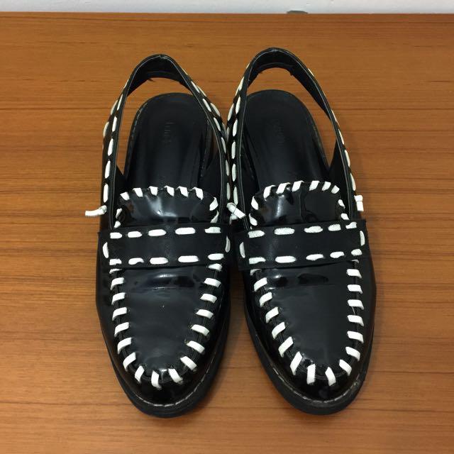 降‼️正韓 個性漆皮半包涼鞋(24號)