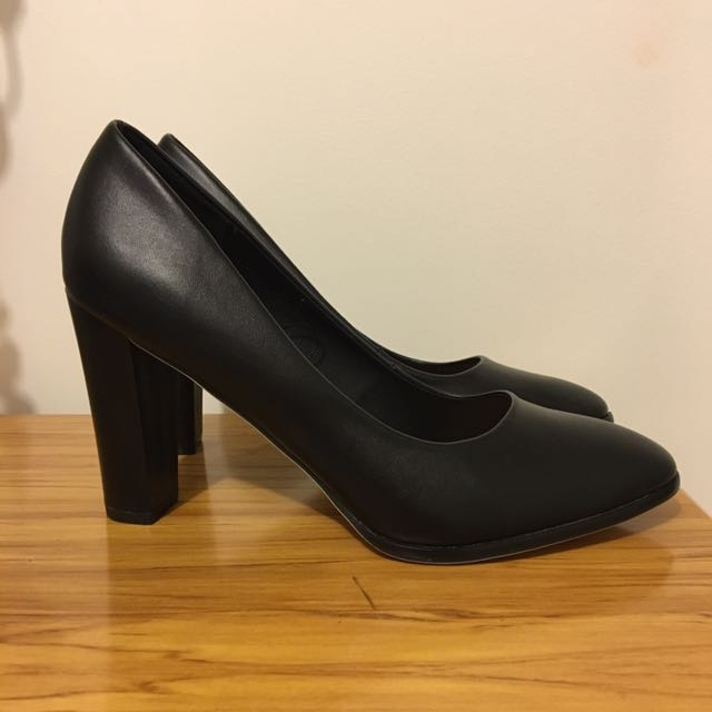 Black Pump Heels - Sz 10