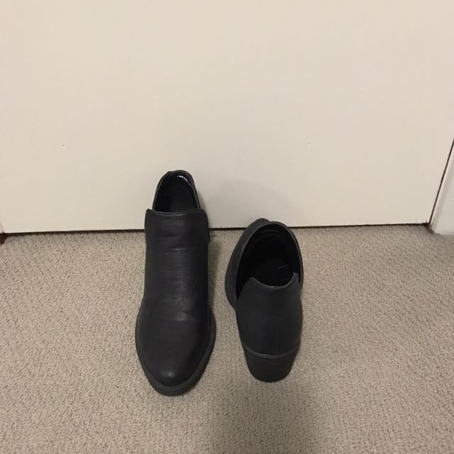 Black Simple Boots