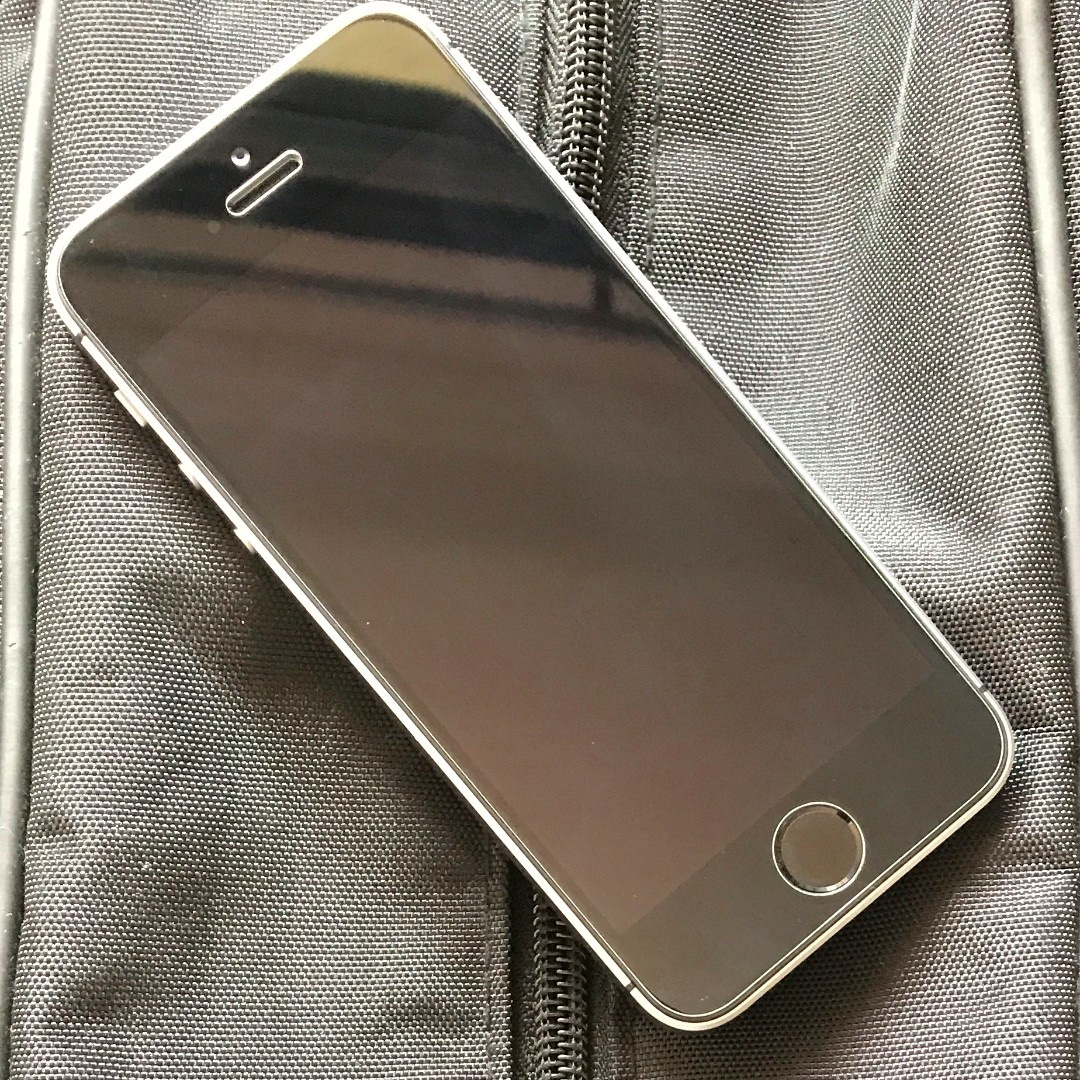 iPhone SE 128 space grey