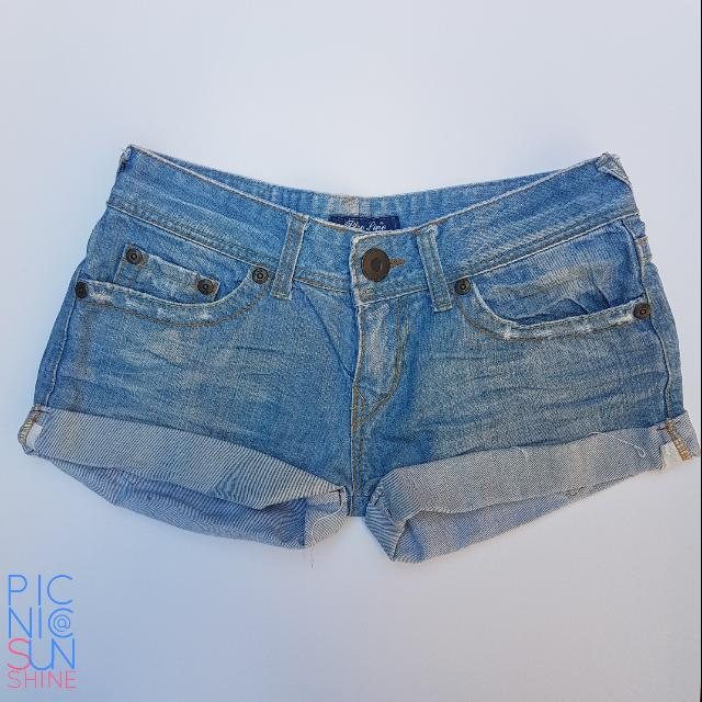 Light wash denim short shorts.  Slightly used. Small (fits a 26 to 27). Php350.