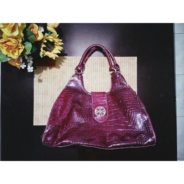 Maroon Avon Signature Collection Bag