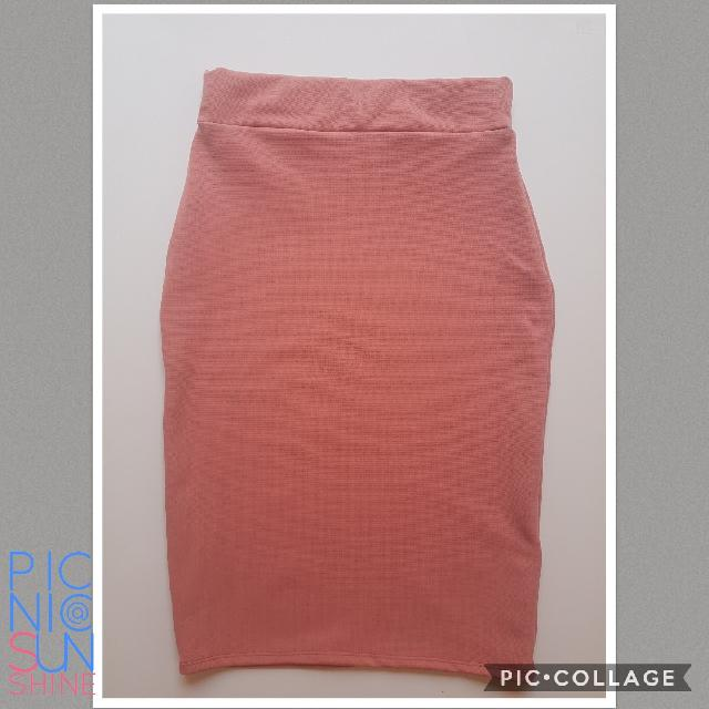 Pink pencil skirt. Small to medium. Php 250.