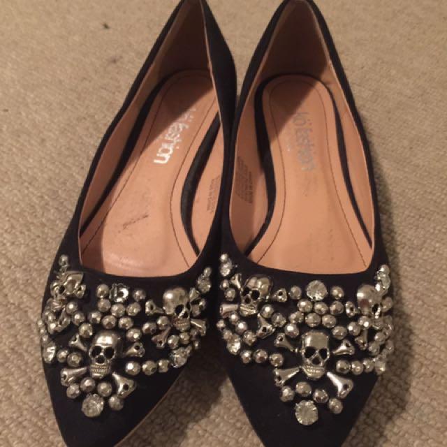 Size 8 Skull Flat Shoe
