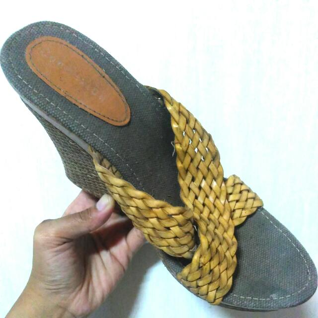 Yellow Wedges, 38-39