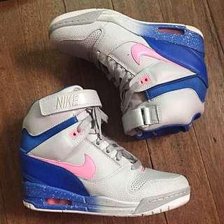 Nike - Sneaker Wedge