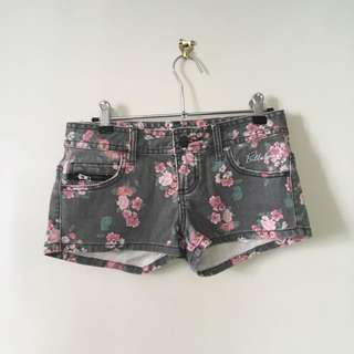 Billabong Size 6 Floral Denim Shorts