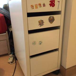 Small cabinet with wheels 有轆床頭櫃