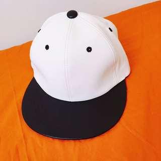 「正韓」黑白皮革棒球帽