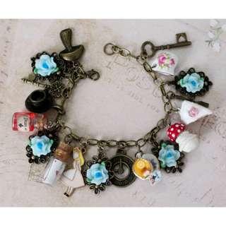 Alice in Wonderland Bracelet (085)