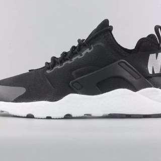 Nike Air Huaraches 黑白