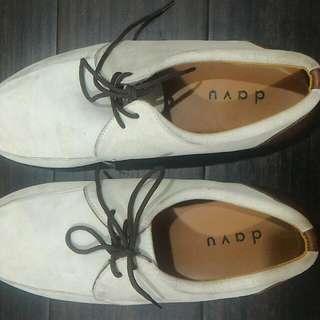 Sepatu Davu