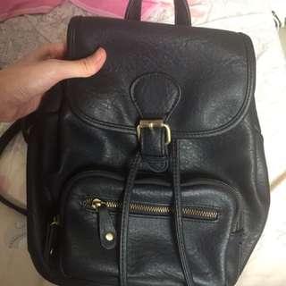 防皮黑色小背包