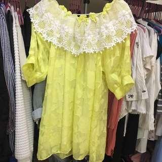 黃色雕花一字領洋裝
